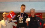 Kevin Dijk met de medaille en 100 euro: rookie of the year 2013